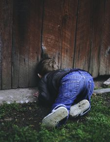 Free Photo Of Boy Peeking On Brown Wooden Fence Stock Photography - 115110992