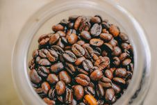 Free Photo Of Brown Coffee Beans Inside Clear Glass Jar Royalty Free Stock Photos - 115116648