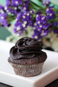 Free Close-up Photography Of Chocolate Cupcake Royalty Free Stock Photo - 115203005
