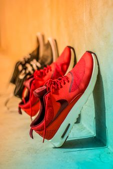 Free Focus Photography Of Pair Of Red Nike Running Shoes Royalty Free Stock Images - 115203079
