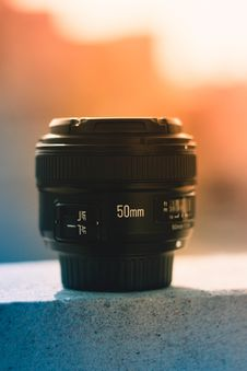 Free 50 Mm Black Dslr Camera Lens Stock Photography - 115203082