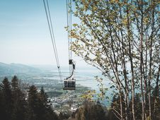 Free White Cable Car Royalty Free Stock Photos - 115203198