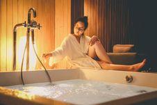 Free Woman Wearing White Bathrobe Sitting Beside White Bathtub Filled With Water Royalty Free Stock Photo - 115269015