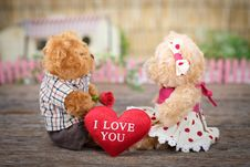 Free Photo Of Teddy Bears Sitting On Wood Stock Images - 115269084