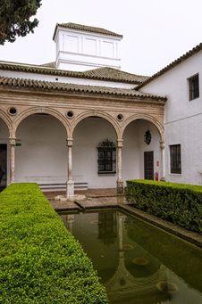 Free Architecture, Estate, Courtyard, Column Royalty Free Stock Photos - 115286408