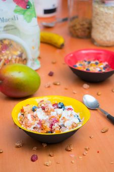 Free Bowls Of Cereals On A Table Royalty Free Stock Photography - 115423287