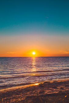 Free Seashore During Sunset Stock Photo - 115423410