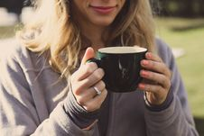 Free Woman Wearing Gray Zip-up Jacket Holding Ceramic Cup Royalty Free Stock Photo - 115423435