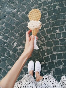Free Person Holding Ice Cream In Cone Royalty Free Stock Image - 115423496