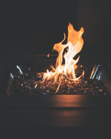 Free Ignited Fire Pit Royalty Free Stock Photo - 115423745