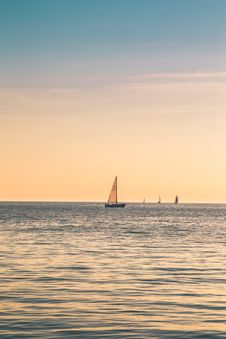 Free Beige Sailboat Under Clear Skies Stock Photography - 115483552