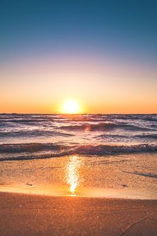 Free Scenic View Of Ocean During Sunset Royalty Free Stock Image - 115483616