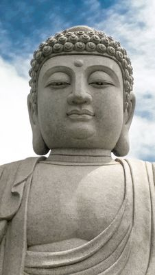 Free Buddha Statue Under White Clouds Royalty Free Stock Images - 115483679