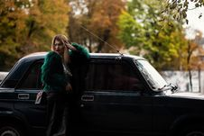 Free Woman Leaning On Car Surrounded Trees Royalty Free Stock Photos - 115483688