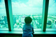 Free Toddler Looking Through Clear Glass Window Stock Photography - 115550102