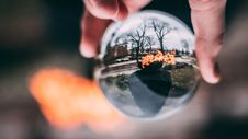 Free Glass Sphere In Hand Royalty Free Stock Photo - 115550345