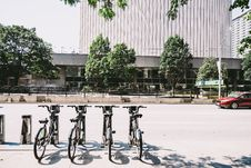 Free Four Black Parked Bicycles Near The Road Stock Photo - 115550380
