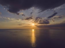 Free Scenic View Of Ocean During Sunset Royalty Free Stock Photography - 115628257