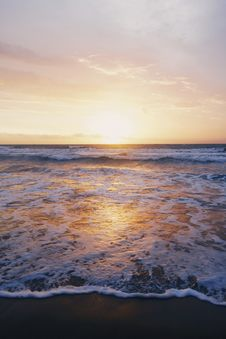 Free Photo Of Ocean Waves Near Seashore During Sunset Stock Image - 115628411