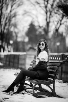Free Grayscale Photography Of Woman Sitting On Bench Royalty Free Stock Photography - 115628447
