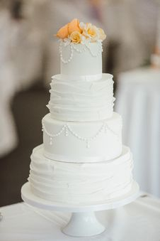 Free 4-tier Cake On Cake Stand Royalty Free Stock Images - 115694089