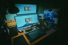 Free Low-light Photography Of Computer Gaming Rig Set Stock Images - 115694094