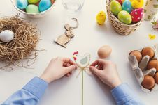 Free Person Tying Knot On Chicken Decor Stock Images - 115694104