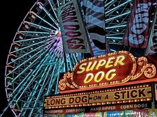 Free Super Dog Hot Dog Food Stall In Front Of Ferris Wheel During Nighttime Stock Photography - 115773972