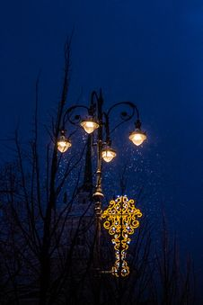 Free Lighted Lamppost Stock Image - 115774061