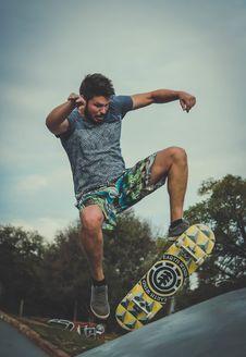 Free Man Playing Skateboard Royalty Free Stock Photo - 115843975