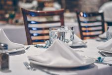Free Depth Of Field Photo Of Clear Drinking Glass On White Table Near Plate Stock Images - 115844204