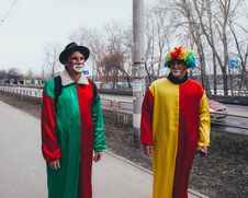 Free Photography Of Two Clowns In The Street Royalty Free Stock Photo - 115913645