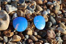 Free Black Farmed Sunglasses On Rocks Stock Photography - 115913672