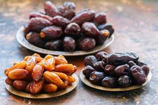 Free Various Of Dried Dates Or Kurma In A Vintage Plates. Stock Photo - 115926360