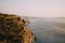Free Scenic View Of The Ocean Near Cliffs Stock Photo - 115976850