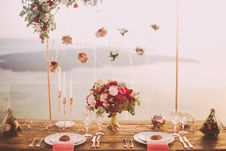 Free Pink And Red Roses Centerpiece Near Silverwares Royalty Free Stock Image - 115976856