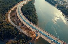 Free Aerial View Photography Of Bridge Near River Royalty Free Stock Images - 115976869