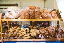 Free Brown Wooden Rack With Baked Bread Displayed Royalty Free Stock Photos - 115976938