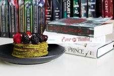 Free Books Near Cake On Plate Royalty Free Stock Images - 115977069