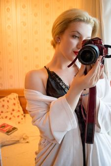 Free Woman Wearing Black Lace Floral Spaghetti Strap Dress Holding Black And Red Samsung Bridge Camera In Room Stock Images - 115977094