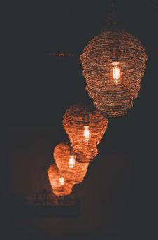 Free Brown Pendant Lamps Royalty Free Stock Images - 115977109