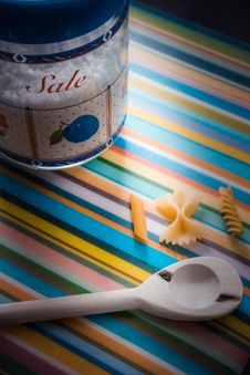 Free White Wooden Serving Spoon On Multicolored Textile Stock Photography - 115977182