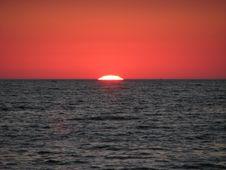 Free Sun Dies Royalty Free Stock Image - 1168306