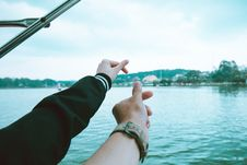Free Two Person S Left Hand Making Finger Heart Sign Near Body Of Water Stock Images - 116049884