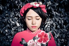 Free Woman With Her Eyes Closed Wearing Pink Floral Top Royalty Free Stock Photo - 116049935