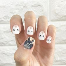 Free Person S Left Hand Showing White Nail Polish Stock Photo - 116050050