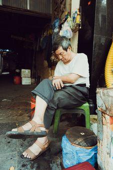 Free Man Wearing White Shirt And Gray Dress Pants Sitting On Green Stool Stock Photo - 116050160