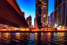 Free High-rise Building Near Body Of Water Royalty Free Stock Images - 116147269