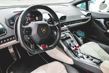 Free Black Lamborghini Vehicle Steering Wheel Royalty Free Stock Images - 116147299