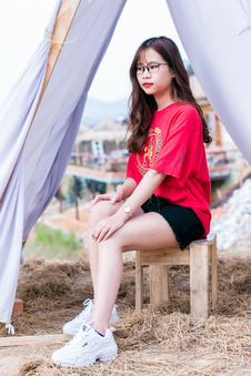 Free Woman In Red T-shirt And Black Denim Shorts Royalty Free Stock Photography - 116147437